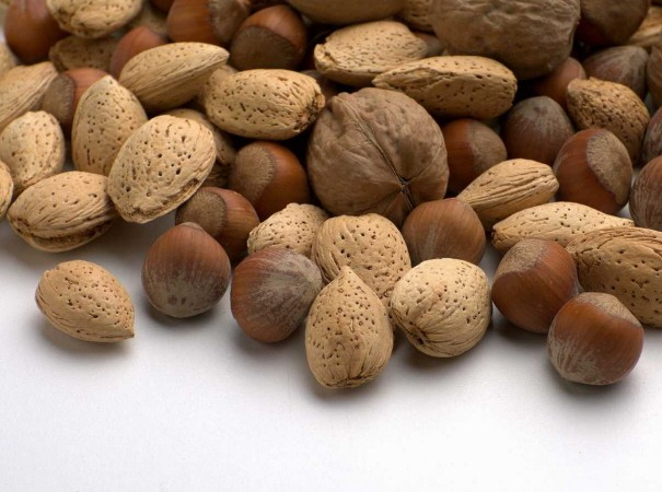 Many kinds of nuts have good fats to help you lose weight.